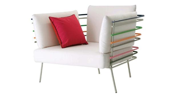 Polyrattan Gartenmöbel tisch stuhl außenbereich metall rohren bunt