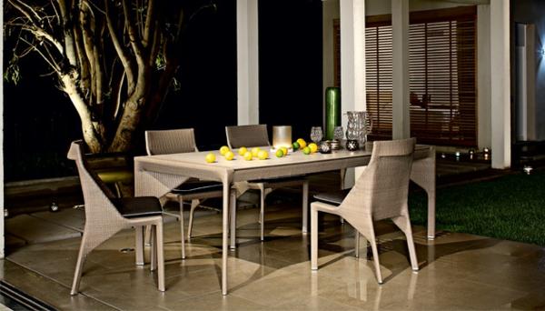 außenbereich Gartenmöbel tisch stuhl außenbereich nachts