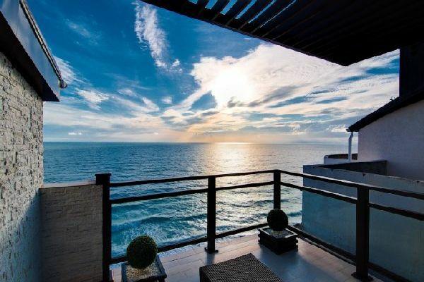 attraktiven balkon gestalten design blumen dach meer