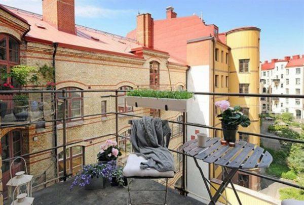 attraktiven garten auf balkon design blumen dach stuhl tisch