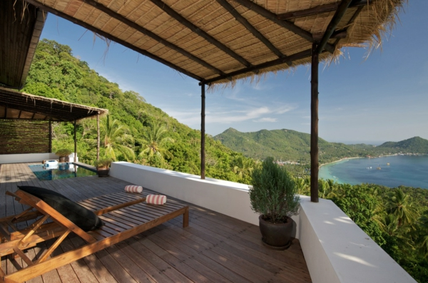 ... , plastischer Schaukelstuhl – attraktives Element auf dem Balkon