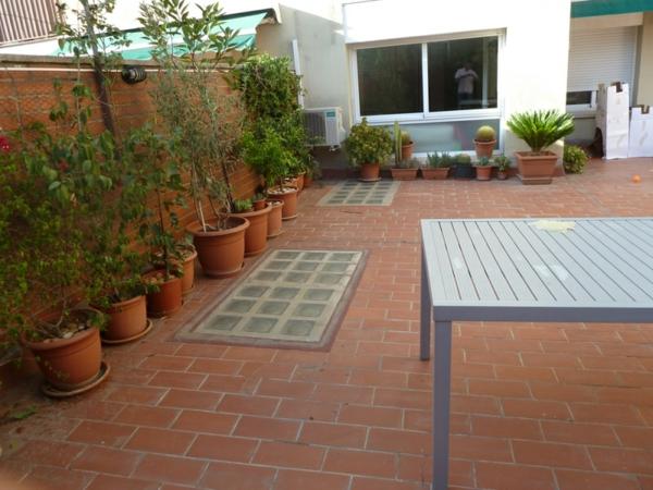 balkon einrichtung grüne pflanzen