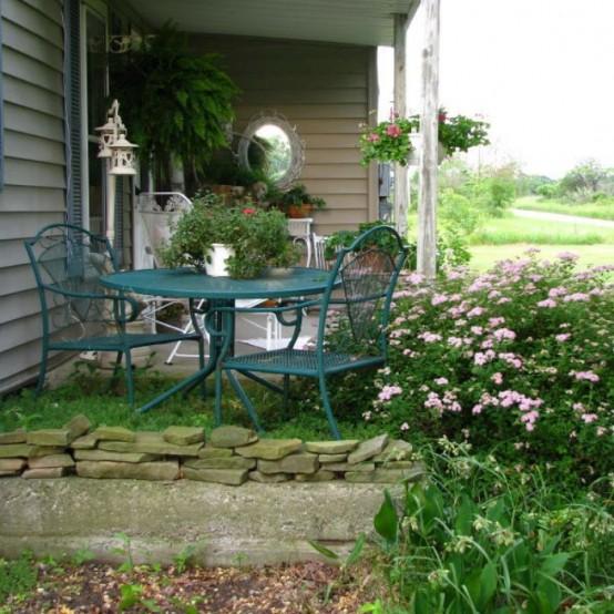 balkon gestalten shabby chic holz steine tisch stuhl