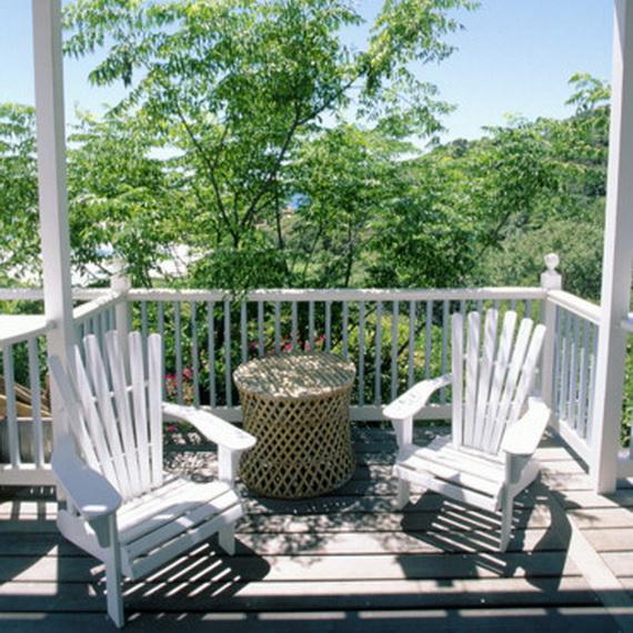 balkon gestaltenbaum stühle tisch klein geflochten