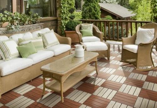 terrasse und balkon mit holzfliesen verlegen h lzerner. Black Bedroom Furniture Sets. Home Design Ideas