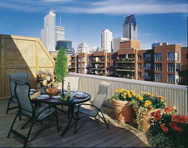 balkon möbel idee holz bodenbelag dach Coole Garten und Balkonmöbel