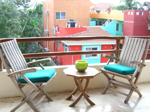 balkon möbel idee holz bodenbelag interessant