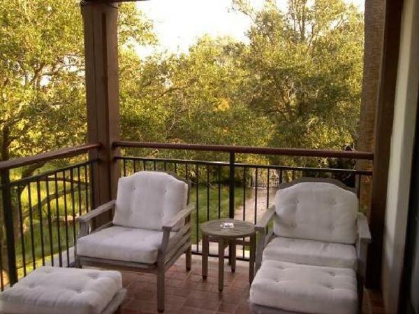 balkon möbel idee holz bodenbelag relax liegen Coole Garten und Balkonmöbel Ideen