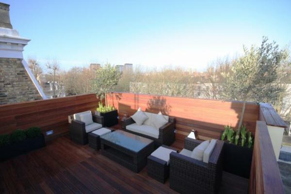 balkon möbel idee holz bodenbelag garten veranda