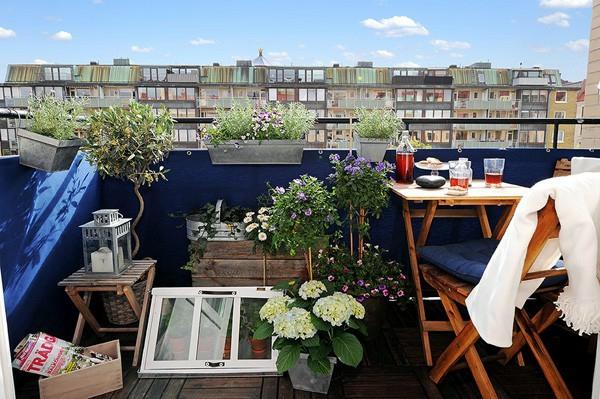 balkon pflanzen designs ideen kaffeetisch frühstück