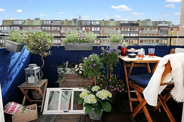 balkon pflanzen designsm ideen kaffeetisch frühstück