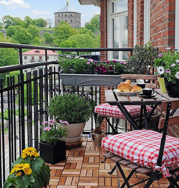 Coole balkon pflanzen frische ideen f r eine gem tliche for Apartment balcony floor covering