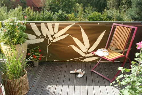 balkon sichtschutz lpflanzen blumenmuster stuhl