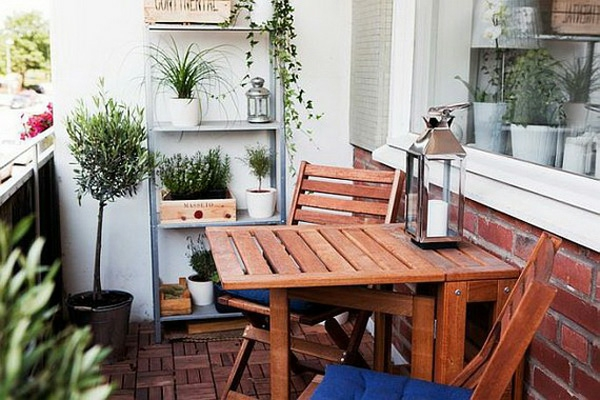 projekt modern balkon design ideen klapptisch weiß topf