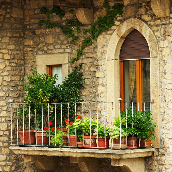 bequeme balkon designs ideen klassisch steinmauer