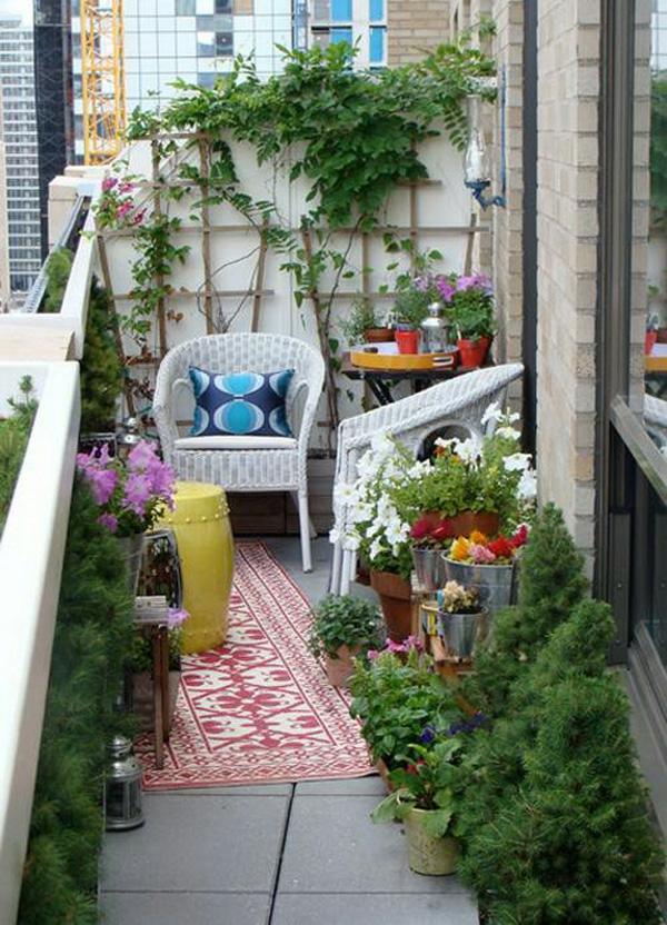 bequeme balkon designs ideen liege läufer pflanzen