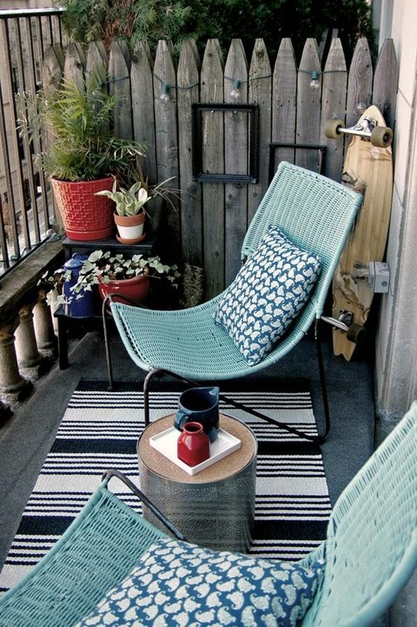 bequeme balkon designs ideen liege schauckel blau rattan