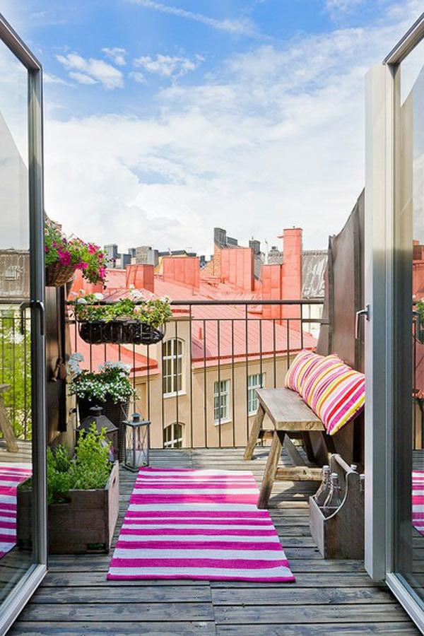 projekt balkon design ideen rosa weiß streifen läufer