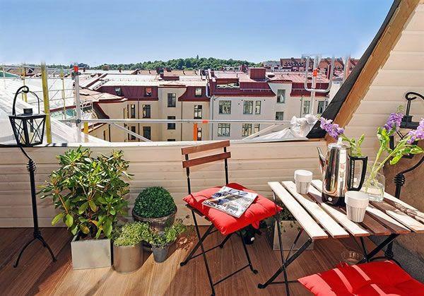 bequeme balkon designs ideen rote auflagen