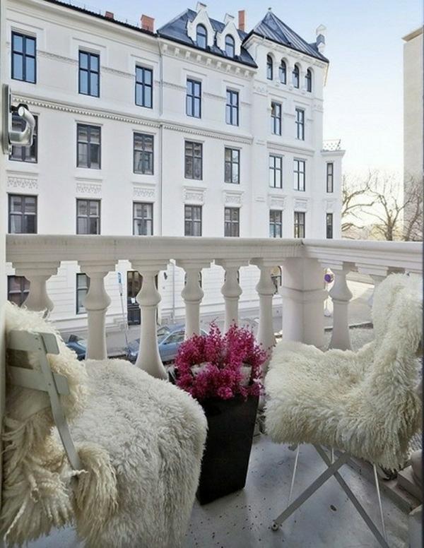 bequeme balkon designs ideen sitzecke gemütlich wolle
