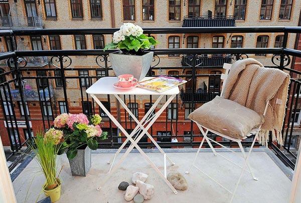 bequeme balkon designs ideen sitzecke weiß pflanzen möbel