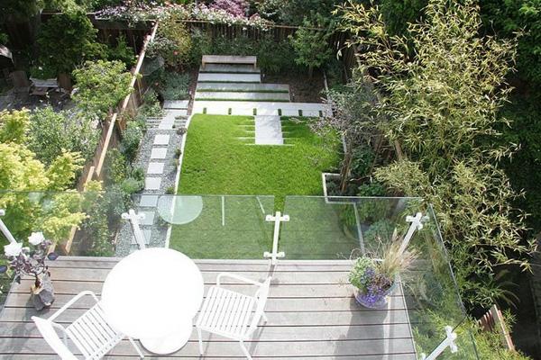 projekt balkon designideen weiß tisch stuhl garten