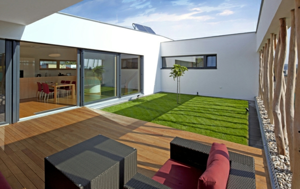 bodenbelag im außenbereich grün braun holz kunst