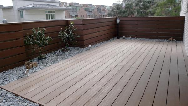 bodenbelag im außenbereich holz braun veranda idee cool
