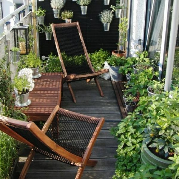 coole balkon bepflanzungsideen stühle holz design