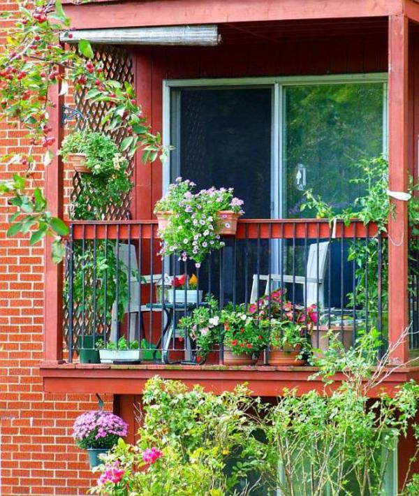 coole balkon bepflanzungsideen ziegel mauer grün