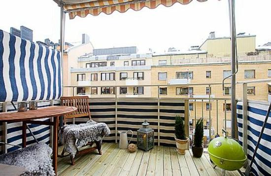 coole balkon ideen terrasse grill essbereich stuhl