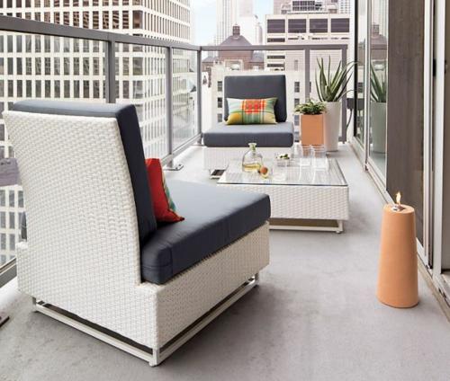 coole balkon möbel ideen tisch kaffetisch sessel kissen