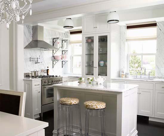 coole deko in weiß küche kücheninsel stehhocker essbereich