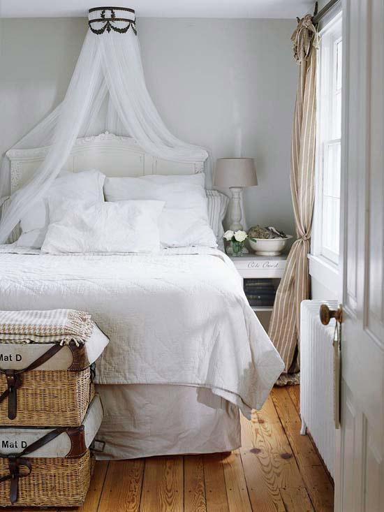 Coole Deko In Weiß Schlafzimmer Bett Gardinen Stehlampe