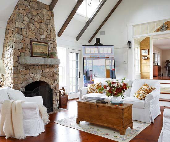 coole deko in weiß wohnzimmer kamin steine holztisch