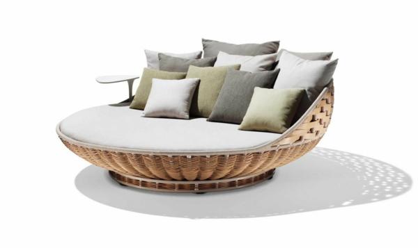 coole idee relax liege und sofa im garten kissen
