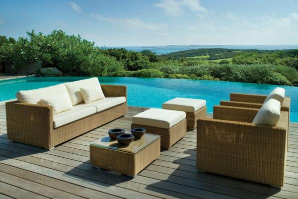 coole idee relax liege und sofa im garten pool