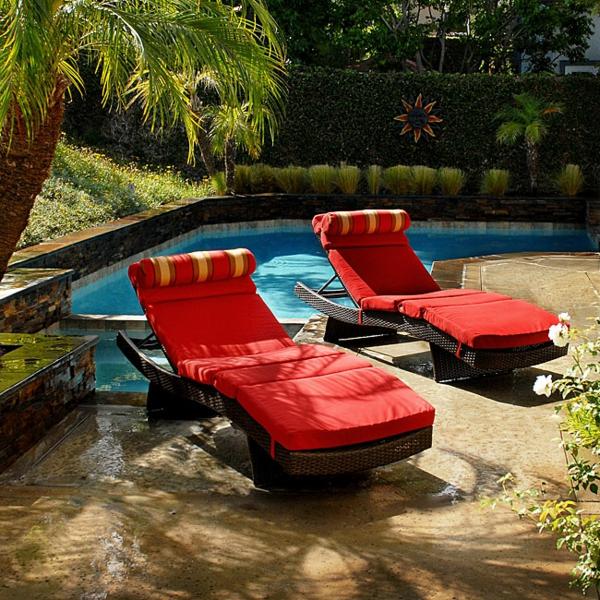 schöne idee relax liege und sofa im garten rote farben