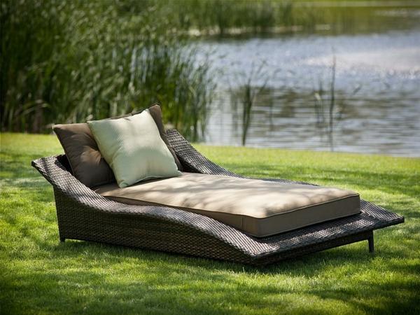 schöne idee relax liege und sofa im garten see