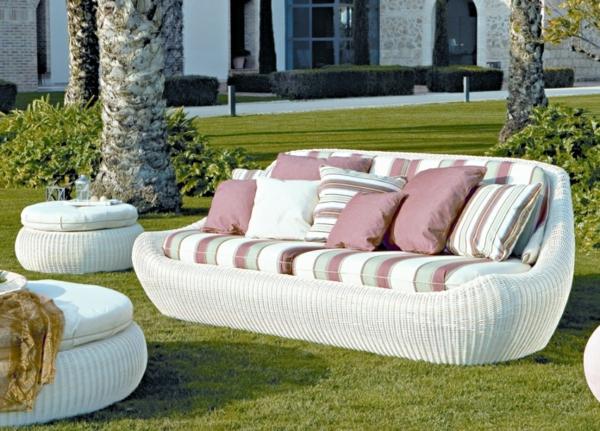 coole idee relax liege und sofa im garten weiß