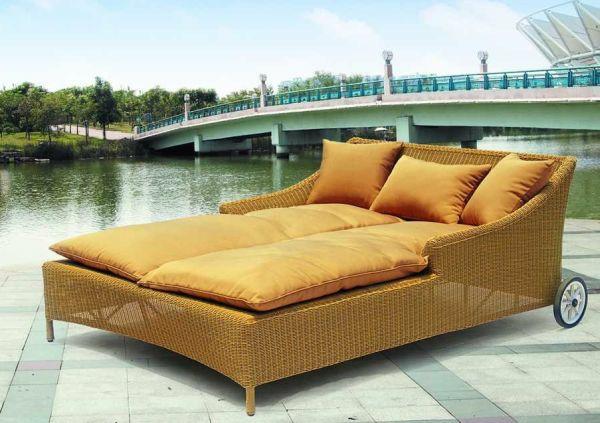 coole idee relax liege und sofa im gelb orange seidenstoff