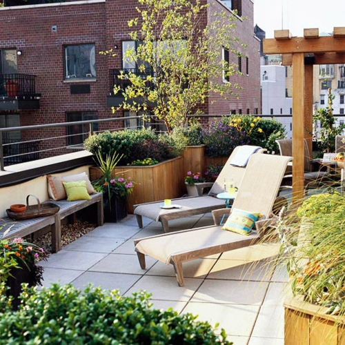 coole terrasse balkonmöbel ideen liegestuhl
