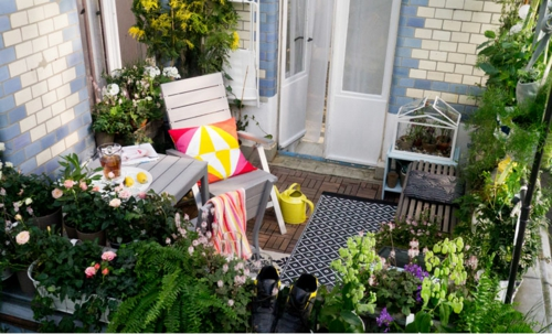 coole terrasse balkonmöbel ideen pflanzen stuhl tisch