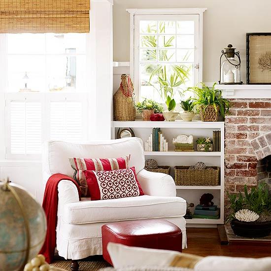 Deko Ideen Haus Vintage Weiß Sessel Kissen Blumen Fußhocker