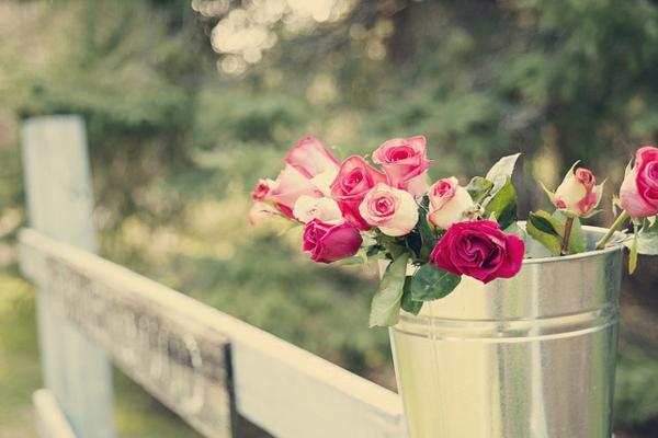 deko ideen zum muttertag girlanden garten rosen metall