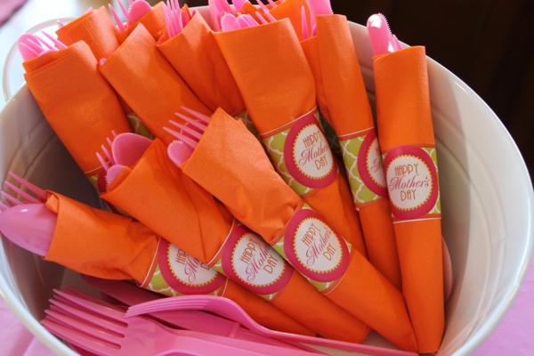 deko ideen zum muttertag girlanden rosa gabel