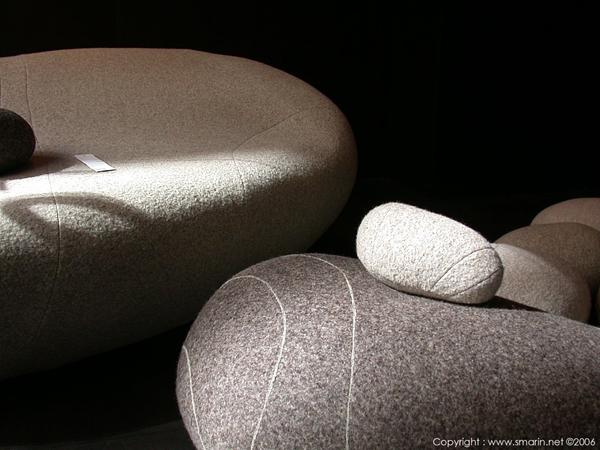 designer möbel detail sitzkissen steine natur schurwolle