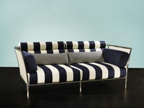 designer sofa blau weiß streifen sitzbank draußen