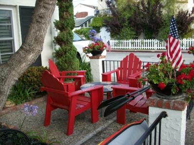 engen Raum im Garten rot holz außenmöbel