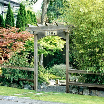 Kluge ideen wie man den engen raum im garten gestalten kann for Garteneingang gestalten